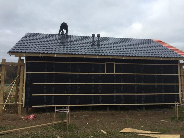 Монтаж крыши в финском доме