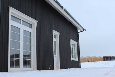 черные фасады каркасного дома